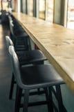 空的酒吧和灰色软的椅子 免版税图库摄影