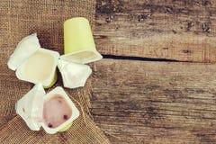空的酸奶罐头 免版税库存图片