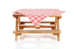 空的野餐桌桌布 库存图片