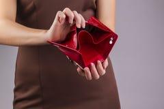 空的钱包在手上 库存照片