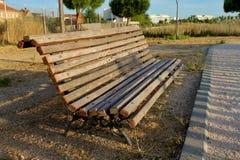 空的长凳在夜间 免版税库存照片
