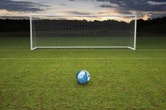 空的非职业橄榄球目标蓝色皮革橄榄球 免版税图库摄影