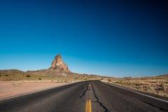 空的风景高速公路在亚利桑那 免版税库存图片