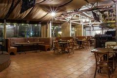 空的餐馆许多椅子 免版税库存照片