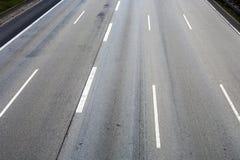 空的高速公路的样式在grea的与中间条纹 图库摄影
