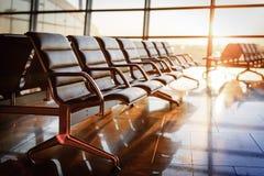 空的离开休息室在机场 免版税库存图片