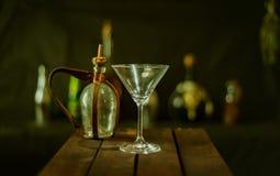 空的玻璃马蒂尼鸡尾酒 免版税图库摄影