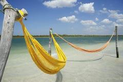 空的黄色吊床热带海滩海 图库摄影