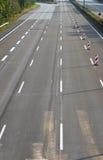 空的8车道高速公路由于路和桥梁工作 免版税库存图片