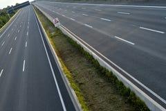 空的8车道高速公路 免版税库存图片