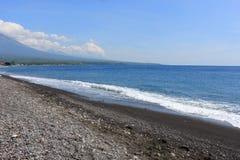 空的Amed海滩在巴厘岛 库存照片