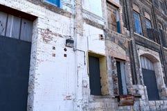 空置仓库被毁坏的船坞海湾  库存图片