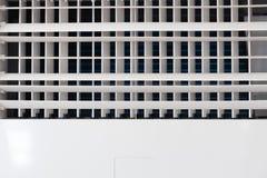 空调与copyspace的出气孔格栅特写镜头  免版税库存照片