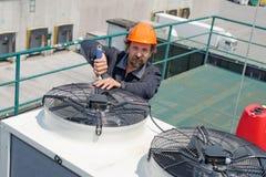 空调修理, 免版税库存图片