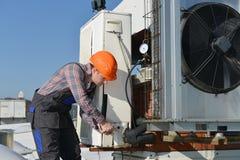 空调修理 库存图片