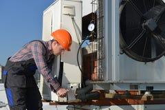 空调修理 免版税库存图片