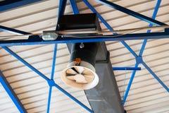 空调器透气在大厦的设施系统 免版税库存图片