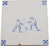 空转瓦片名列前茅二的antiqe男孩 免版税库存照片