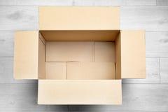 空配件箱的纸板开张 免版税库存图片