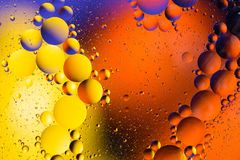 空间或行星宇宙宇宙抽象背景 抽象分子原子sctructure 背景浴蓝色泡影水 空气或molec宏观射击  免版税库存照片