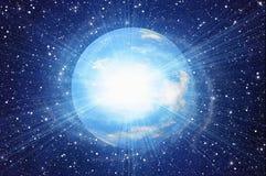空间地球行星白色闪光在波斯菊天空背景中 免版税库存照片