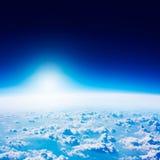 从空间的地球视图 蓝色覆盖黑暗的天空 免版税库存照片
