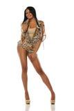 穿一件短的礼服的华美的新黑人妇女 免版税库存图片