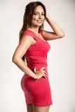 穿一件红色礼服的性感的女孩 免版税库存图片