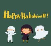 穿万圣夜妖怪服装的逗人喜爱的孩子 免版税库存图片