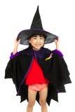 穿万圣夜服装的亚裔矮小的中国女孩 库存图片