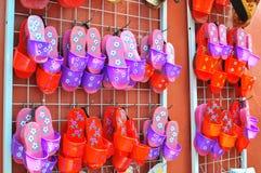 穿上鞋子传统木 免版税库存图片