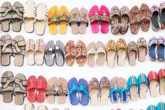 穿上鞋子工艺品,在显示在工艺品市场期间在加尔各答 免版税库存照片