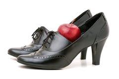 穿上鞋子教师 免版税库存图片