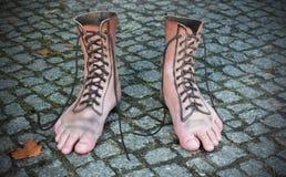 穿上鞋子方式 库存图片