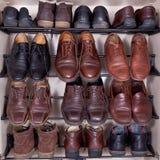 穿上鞋子机柜 图库摄影