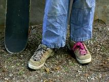 穿上鞋子溜冰者 库存图片