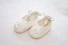 穿上鞋子白色 免版税图库摄影