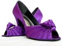 穿上鞋子紫罗兰 库存照片