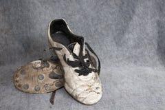 穿上鞋子足球 库存照片