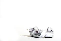 穿上鞋子婴孩 库存照片