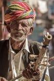 穿传统五颜六色的头巾的Rajasthani人 免版税库存照片