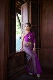 穿典型的泰国礼服的泰国妇女 库存图片