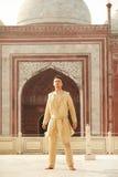 穿印地安衣裳的年轻人 免版税库存图片