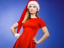 穿圣诞老人帮手服装的妇女 免版税库存照片