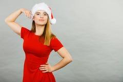 穿圣诞老人帮手服装的正面妇女 库存照片