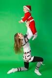 穿圣诞老人服装的母亲和儿子 免版税库存照片