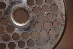 穿孔的盘使用作为一台老绞肉机一部分 库存照片