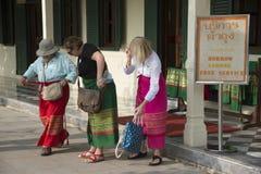 穿布裙的妇女在泰国 图库摄影