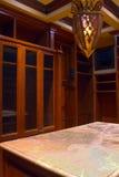 穿戴家庭豪宅空间结构的壁橱 免版税库存图片