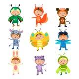 穿昆虫和动物服装的逗人喜爱的孩子 免版税图库摄影